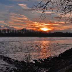 Sundown by the river
