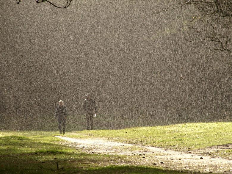 een fikse regenbui …...
