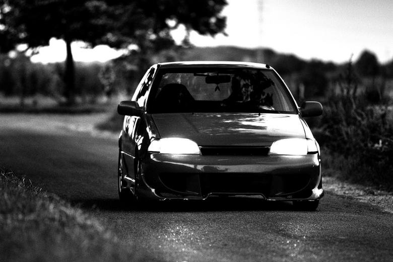 Drive me like an animal! - Goede vriend en rij intructeur Willem die zich maar al te goed amuseerd in mijn auto. Hij kwam hier op hoge snelheid voorbi