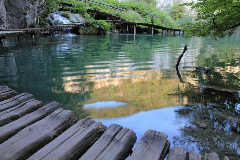 Plitvice Meren Nationaal Park - Het drukste Nationaal Park van Kroatië met 1 miljoen bezoekers per jaar. Om 7 uur gingen de poorten open, was ik de ee