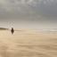 eenzame dame op het strand