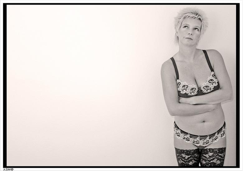 Kousenband - Foto genomen van Danielle waar wij graag de nadruk wilde leggen op de lingerie en bovenal de prachtige hoge band van de kousen.<br /> <b