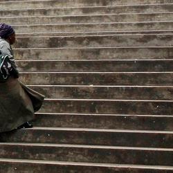 vrouw op trap