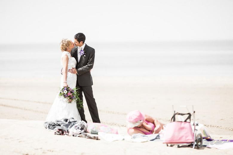 """Beachlife - Fotoshoot op het strand van Scheveningen in gezelschap van lokale bewoners <img  src=""""/images/smileys/wilt.png""""/>"""