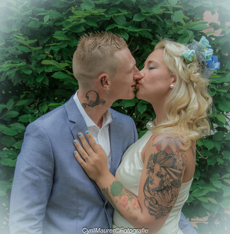 Kissing Married Couple -