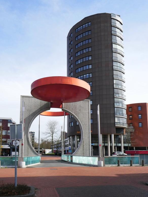 Eurobrug  - In het centrum van Stadskanaal ligt deze bijzondere brug. Ik ben niet zo dikwijls in de gelegenheid, maar het moet ook een indrukwekkend g