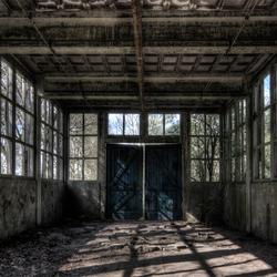 het spoor bijster in de verlaten werkplaats