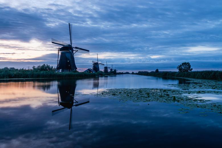 Kinderdijk zonsopkomst - Elke Nederlandse landschapsfotograaf moet hier natuurlijk een keer geweest zijn. Gisteren was het eindelijk zover voor mij.