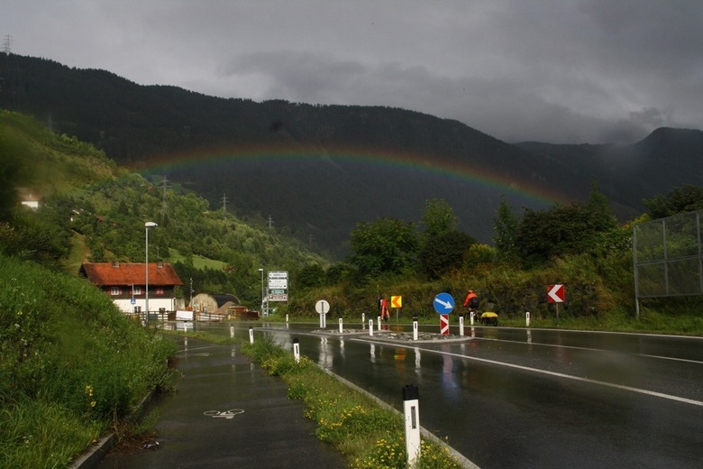 Regenachtig Oostenrijk - ineens een regenboog -
