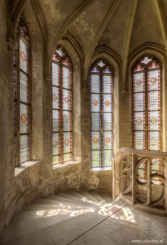 lichtval - prachtige lichtval hoog boven in een kerktoren