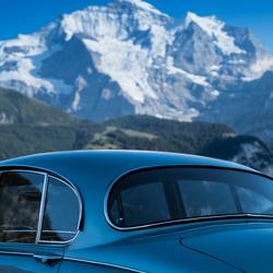 Een oude Jag in de Swiss Alps