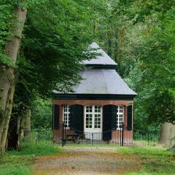Klein huisje in het bos bij Arcen