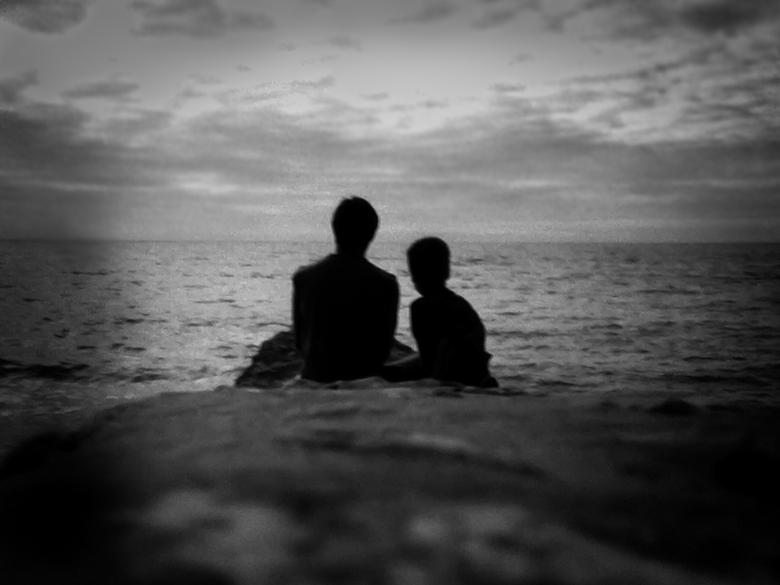 """vader en zoon... soms zijn woorden niet nodig..  - De kleine man .. """"dat ben ik"""" .. deze foto is gemaakt in de begin jaren """"90 met een"""