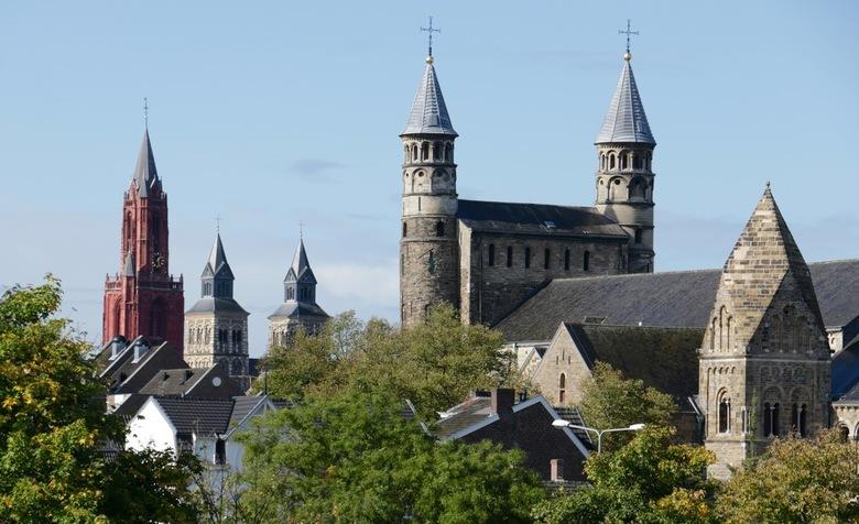 De kerktorens van Maastricht