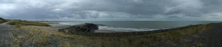 panorama paaltjes - <br /> <br /> Blijft lastig een panorama op zoom. <br /> <br /> Dit is de Noordzee aan het begin van de Schelde bij Breskens