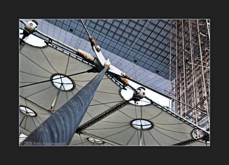 Parijs Defense4 - In Parijs ook even (te kort) naar La Défense geweest.<br /> Een korte serie van enkele avondfoto&#039;s aldaar.<br /> <br /> Verb