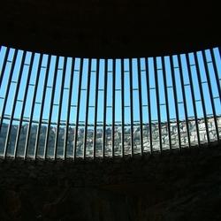 Tempeliaukio kerk: Kiekje naar buiten
