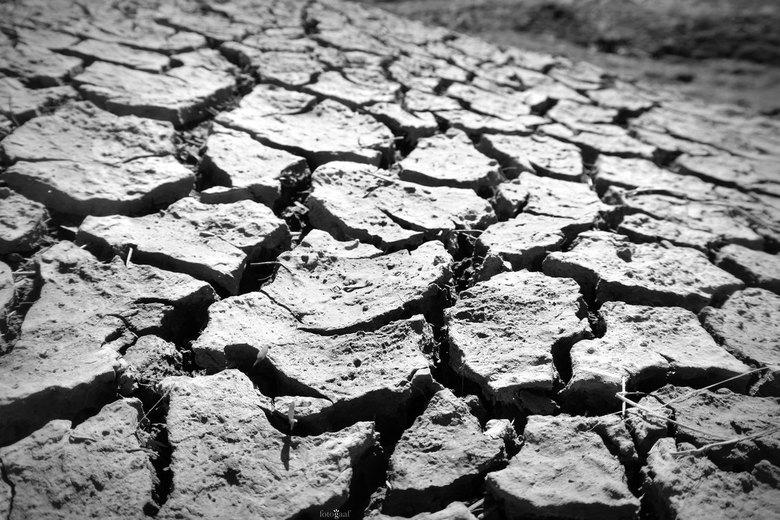 Broken - &#039;Broken&#039;<br /> <br /> Als kind kwam ik al vaak op de kwelders van het Groningse platteland. Hout jutten met mijn vader en brugget