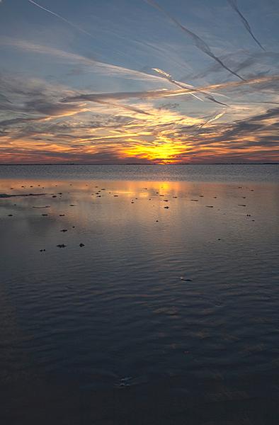 stilte - Heerlijk die rust en stilte,even wegdromen bij de zonsondergang