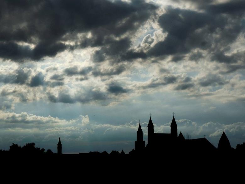 Silhouet Maastricht - Onze Lieve Vrouwe basiliek te Maastricht