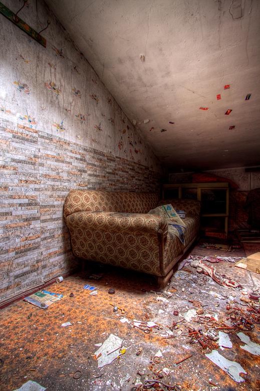 Verlaten huis DDR 3 - Op 17-9-2010 hebben Jos en ik een bezoek gebracht aan dit verlaten huis<br /> <br /> Het is een hdr foto<br /> <br /> Kijk o