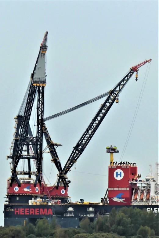 P1130318   Detail  Heerema Kraanschip Sleipnir 20 okt 2020  - Hallo Zoomers , GROOT kijken en even lezen . Na de Totaal compo die ik gisteren plaatste