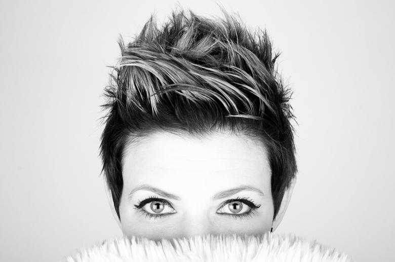 I see you! - Elke keer probeer ik meer uit m'n zwartwit portretten te halen. Inmiddels groeit het aantal portretten al aardig en ben ik erg blij