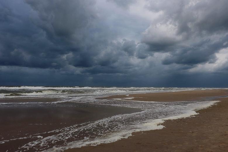 Afgelopen........ - Vrijdag in Egmond aan zee<br /> <br /> Toen de bui losbarstte zatten we net in de auto.....en gelukkig maar want dit wil je niet