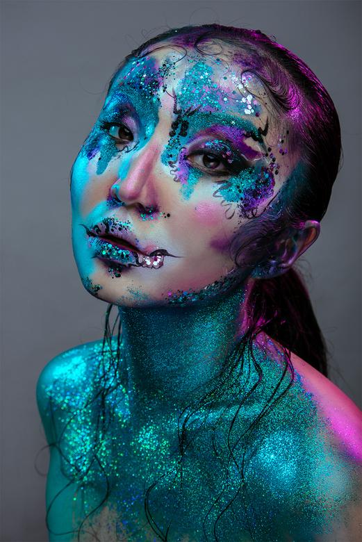 Surkura - Model: Surkura InRed<br /> Make-up: Eline Deblauwe<br /> Fotografie: Sanne van Bergenhenegouwen