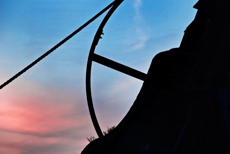 For Whom The Bell Tolls - De bel op de Waalsdorpervlakte, die elk jaar op 4 mei luidt. Dit jaar stond ik er bovenop, precies met een mooie ondergaande