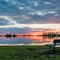 Zonsondergang aan de milligerplas in Zwolle