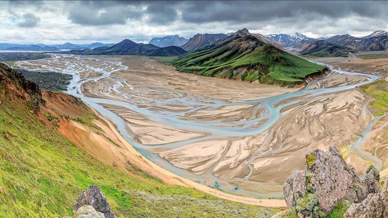 Landmannalaugar - IJsland - Vorig jaar ook op deze mooie plek in het binnenland gestaan maar toen niet de hele gletser rivier rond de berg kunnen foto