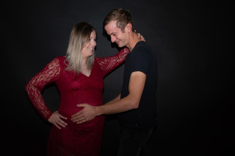 Happy koppel - Zwangerschapsshoot