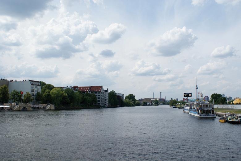 Mooi uitzicht in Berlijn - Deze foto heb ik gemaakt in Berlijn, ik vind vooral de wolken er heel erg mooi op staan.