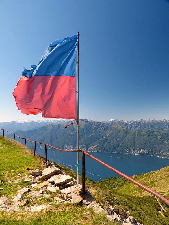 Alpe di Neggia - Wandeling naar de top van de bergpas Alpe di Neggia. Deze vormt de verbinding tussen het Zwitserse  Vira en het Valle Verddas dat voo