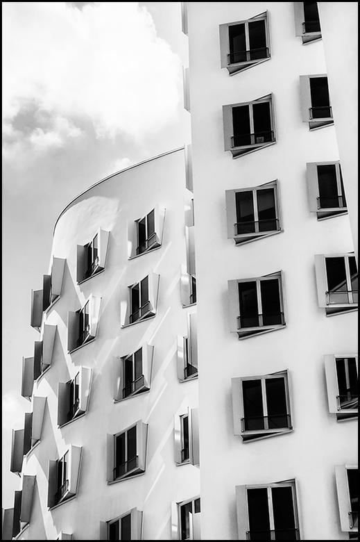 German architecture 02 - Je leest vaak in vakliteratuur van fotografie, dat je een object etc vaak van diverse standpunten en uitsneden dient te benad