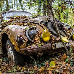 Verlaten autokerkhof