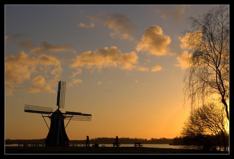 Sleep well mill - Nog maar een keertje de molen. Blijft een mooi onderwerp. Ook afgelopen maandag gemaakt bij zonsondergang als bij de vorige upload.