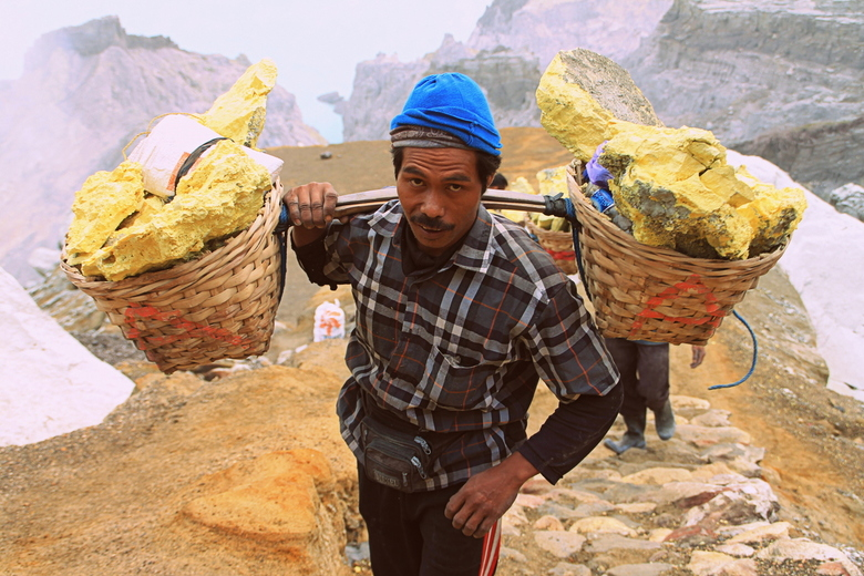 Sulfur miner -