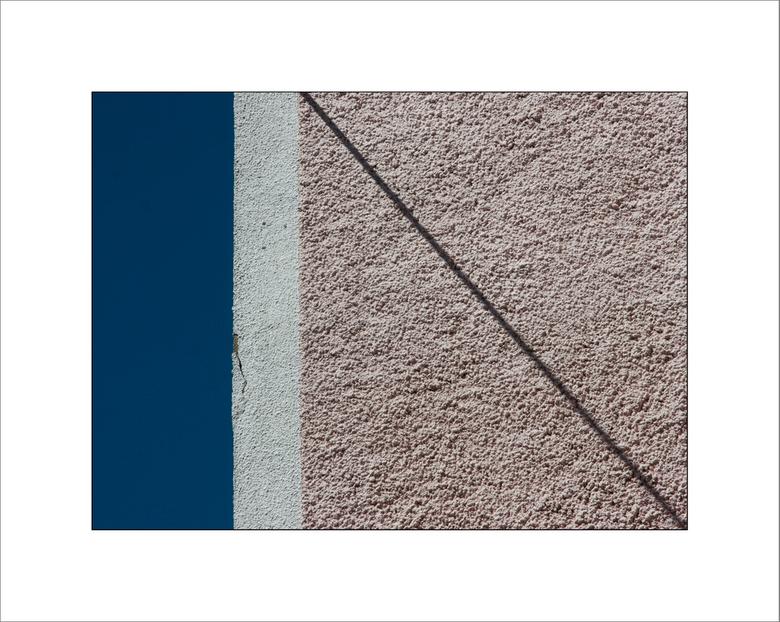 Le Mur (trois) - Vandaag weer wat minder lijntjes. Uit de serie 'Le Mur'.