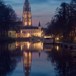 Grote kerk Breda bij zonsopkomst