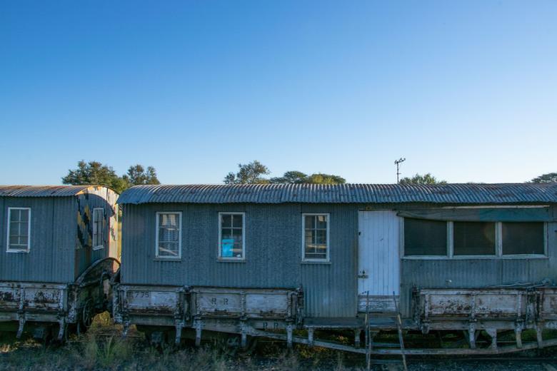 Urbex trein - De verlaten en vervallen treinen worden vaak als 'woning' gebruikt.