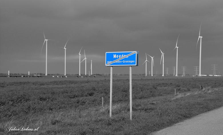 Omstreden windmolens bij Meeden - Het veelbesproken windpark langs de N33 bij Meeden krijgt steeds meer vorm. <br /> In het windpark bij Meeden komen