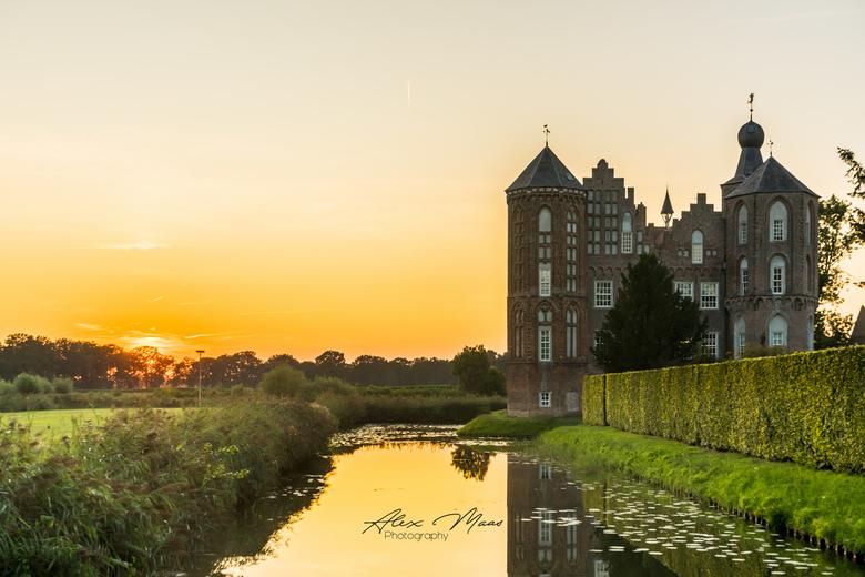 Sunset Castle- - HDR van 5 opnames tijdens zonsondergang bij kasteel Croy