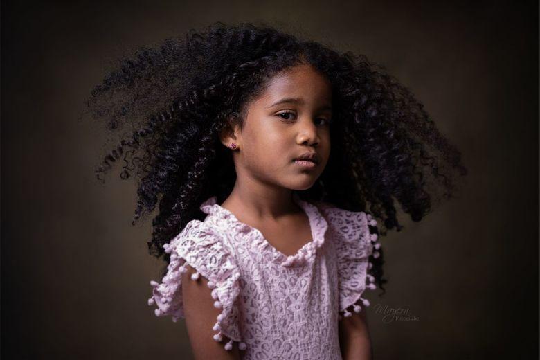 Young Girl - 4 jaar oud deze dame<br /> <br /> F2.8<br /> Iso 80<br /> 1/160