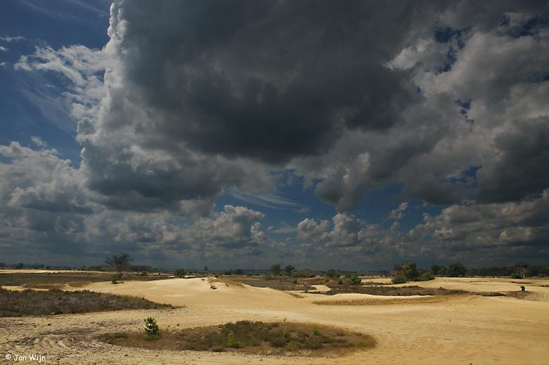 Zandverstuiving Strabrechtse heide  - Nederlands grootse aaneen gesloten heide gebied met zandverstuivingen de Strabrechtse heide bij Lierop.