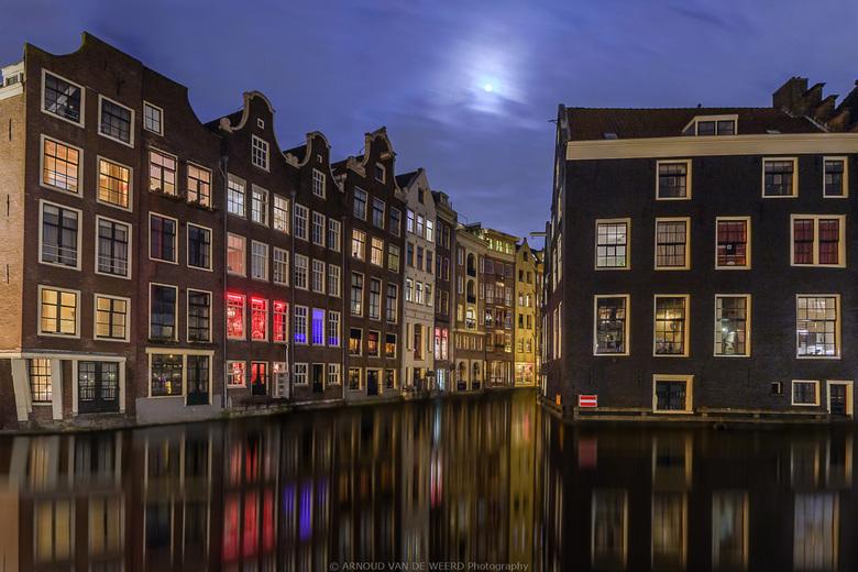 """Amsterdam by night II - Fijn weekend allemaal!<br /> <br /> <a href=""""http://arnoudvandeweerd.jimdo.com"""">http://arnoudvandeweerd.jimdo.com</a><br />"""