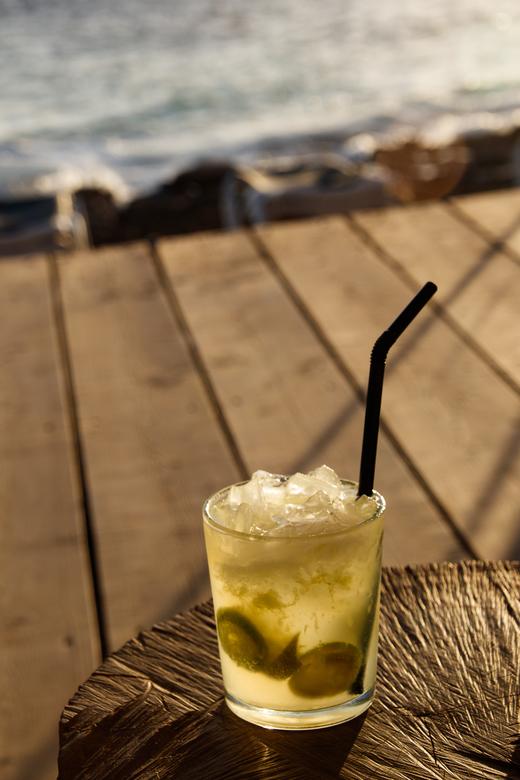 Wachten op zonsondergang - Met een caipirinha erbij wordt het wachten op de zonsondergang echt een relaxmoment.