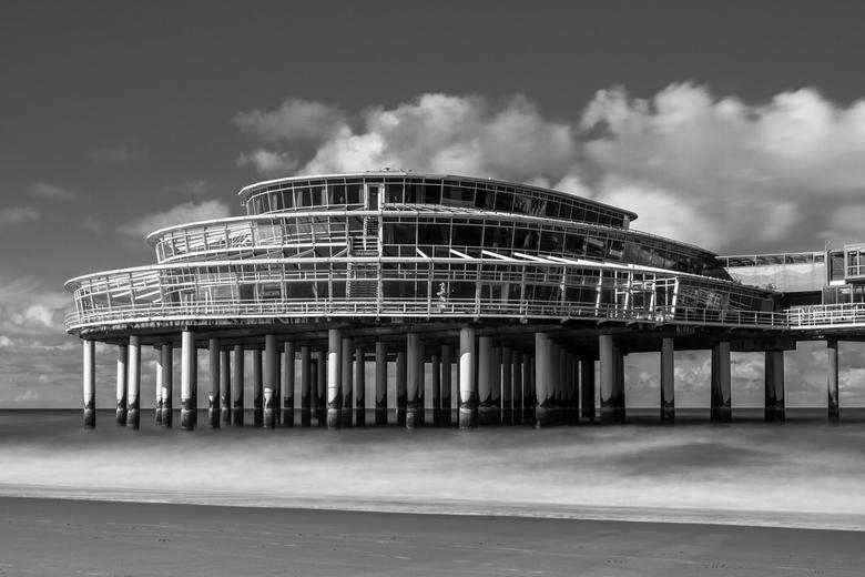 pier scheveningen - Long exposure van de pier op scheveningen. Gebruik gemaakt van mijn big stopper