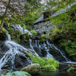 Zweden, waterval naast houtzagerij